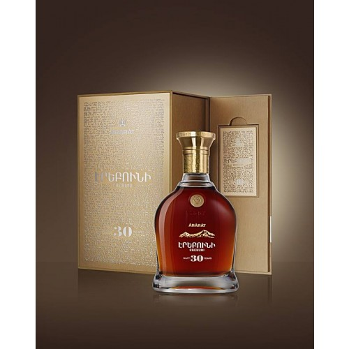 """Ararat Brandy """"Erebuni"""" XO  30 Jaar"""